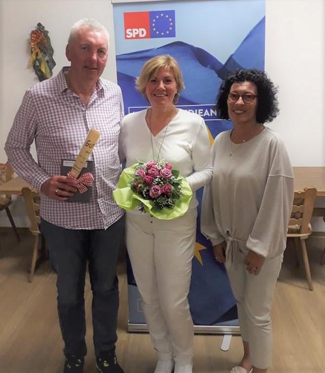 von links stellv. Vorsitzender Albert Steffl, Vorsitzende Sabine Kettinger, Kreisvorsitzende Helga Raab-Wasse